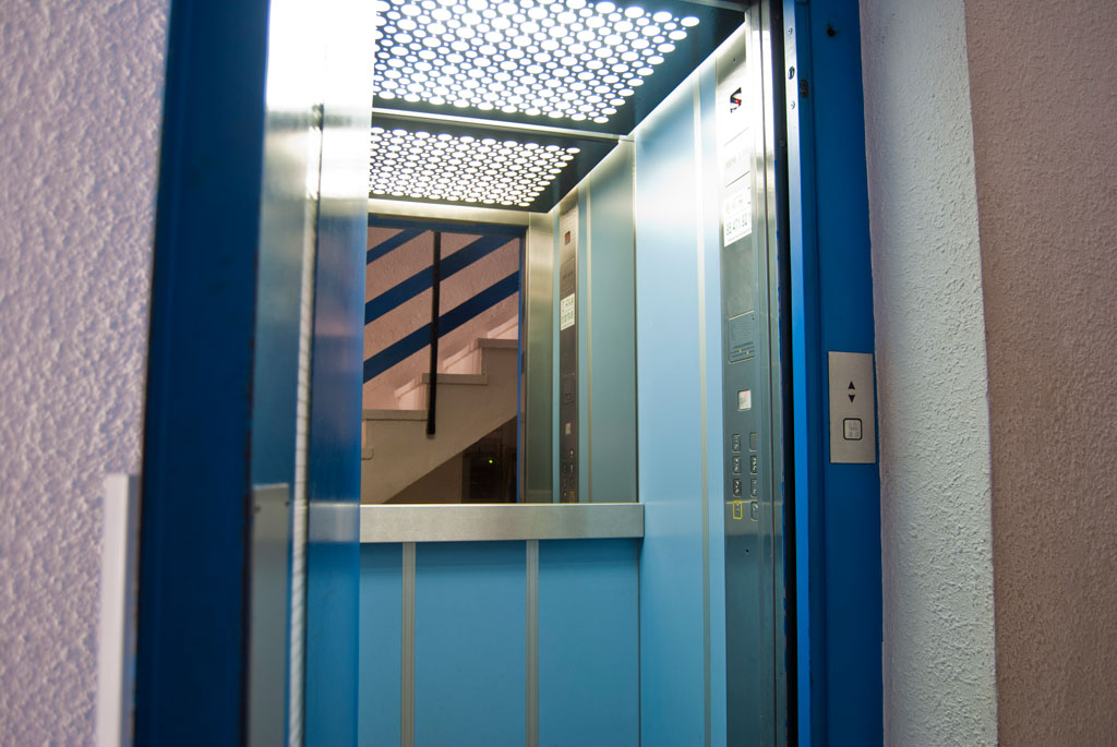 ascensor hidraulico cuatro personas
