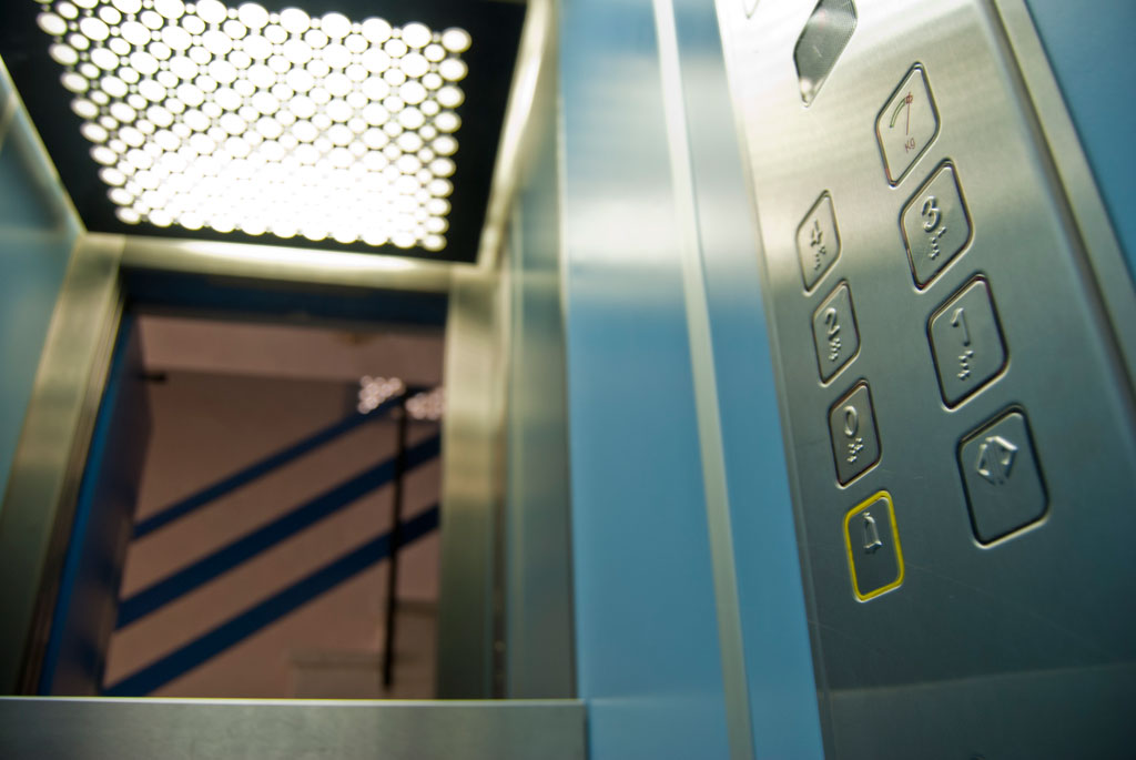 ascensor hidraulico cuatro personas sevilla